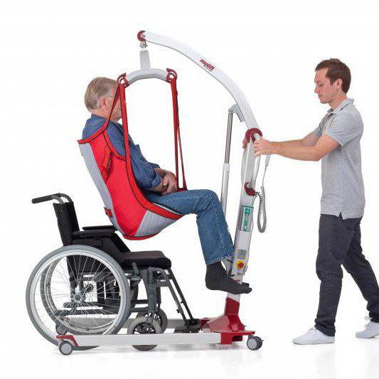 transfer-naar-rolstoel-met-tillift